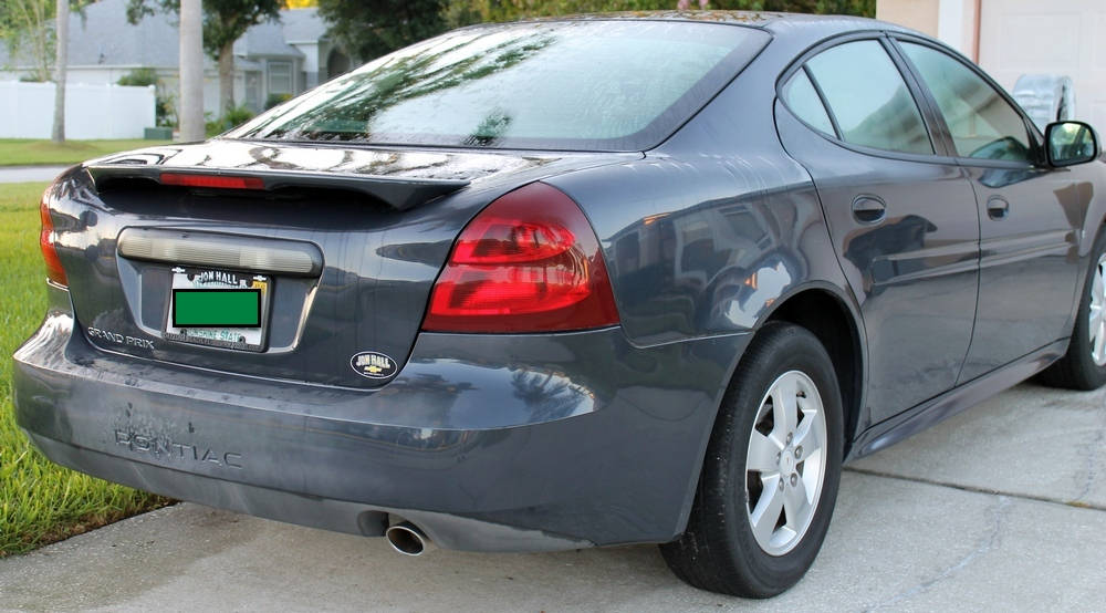 2008 Pontiac Grand Prix right rear view with bumber discoloration