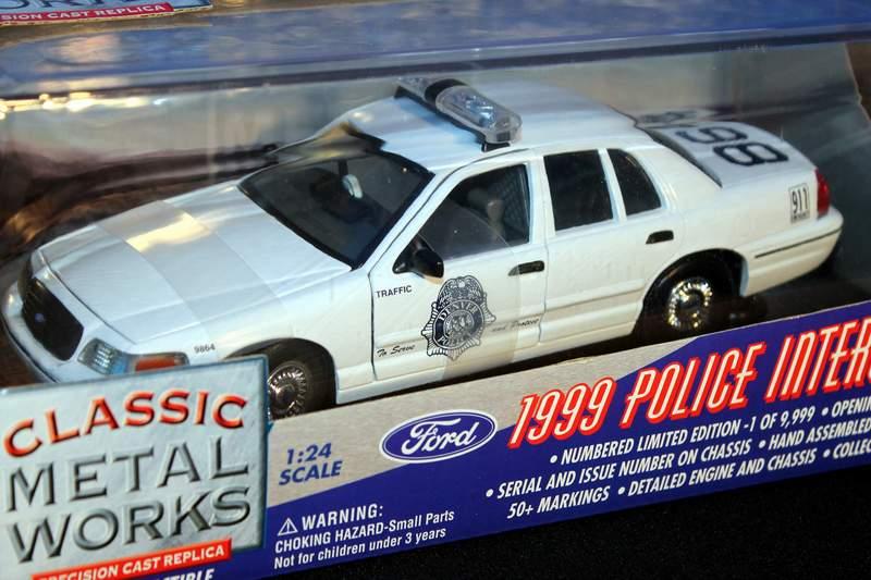 1999 Denver Patrol Police Interceptor Diecast Ford Crown Victoria Classic Metal Works 1/24 scale model