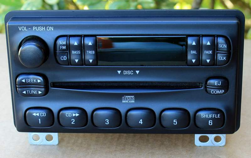 04-05 Ford Explorer Mountaineer Mustang Radio CD Player 4L2T-18C815-EA