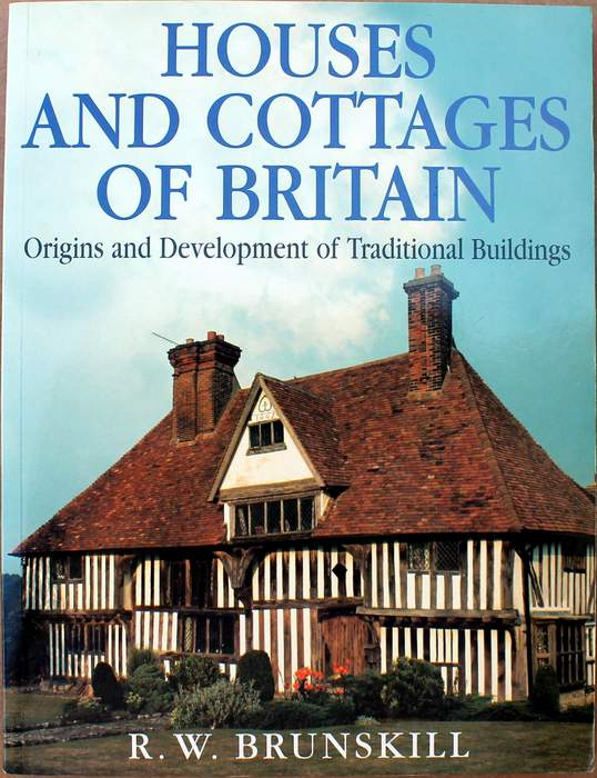 Houses and Cottages of Britain: Origins and Development of Traditional Buildings by R. W. Brunskill