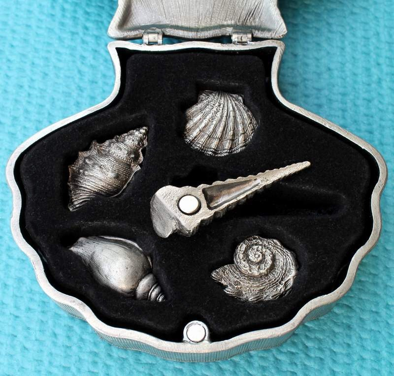 Pewter Shell with Faux Diamonds Containing 5 Shell Refrigerator Magnets